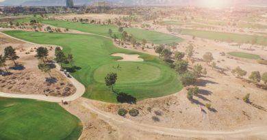 Świat buduje pola golfowe